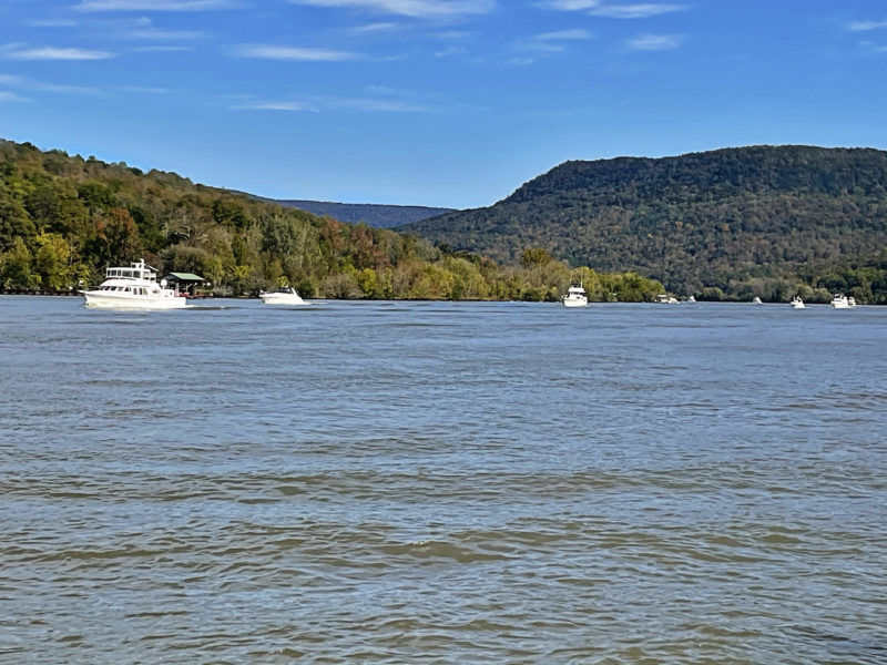 2020 Fall Color Cruise cruising down the gorge